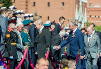 Președintele rus Vladimir Putin, împreună cu președintele moldovean Igor Dodon și alți lideri politci care au participat la Parada Militară din Piața Roșie, pe 24 iunie, cu ocazia Zilei Victoriei. Sursă foto: Igor Dodon Facebook