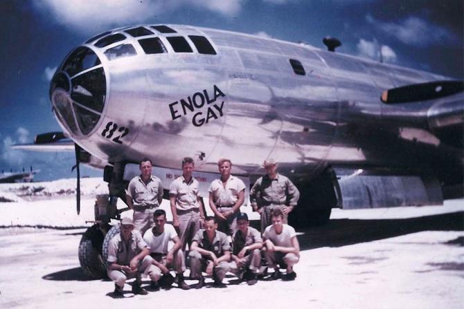 Bombardierul B-29, Enola Gay, cel care a lansat prima bombă nucleară, Little Boy, deasupra orașului japonez Hiroshima. Sursă foto: thisdayinaviation.com