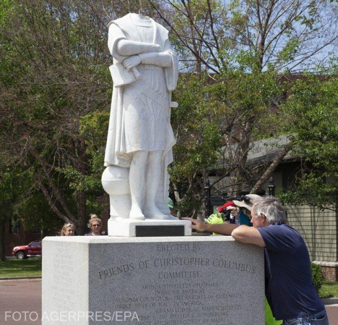 Statuia lui Cristofor Columb, decapitată de protestatari în SUA. Sursă foto: Agerpres