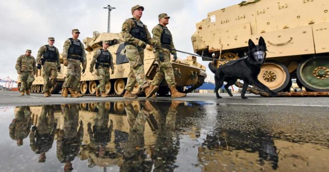 Soldații americani în portul Bremerhaven, Germania, ca parte a exercițiului Defender-Europe 20, 21 februarie 2020. Imagine: US Army.