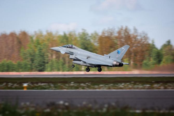 2. Sursă fot (eurofighter_typhoon_87686700.jpg)