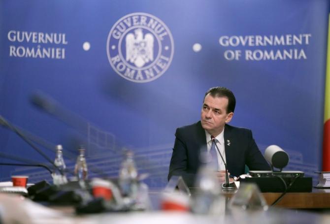 Ludovic Orban, premierul României, în timpul unei ședințe de Guvern la Palatul Victoria