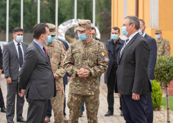 Premierul Ludovic Orban și Nicolae Ciucă, ministrul Apărării, sursă foto: Nicolae Ciucă Facebook