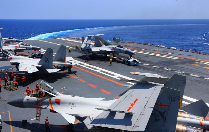 Avioane J-15 pe portavionul chinez Liaoning, sursă foto: Ministerul Apărării din China