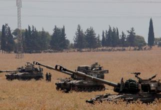 Obuziere desfășurate în nordul Israelului la granița cu Libanul, la o zi după ce armata israeliană a declarat că una dintre dronele sale a fost dobarata pe teritoriul libanez. Sursa foto: AFP