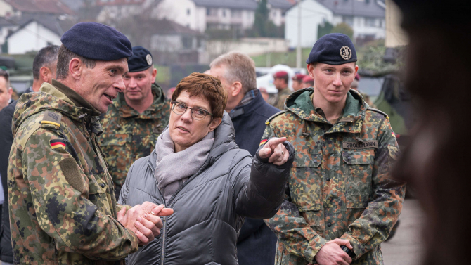 Ministrul german al apărării, Annegret Kramp-Karrenbauer