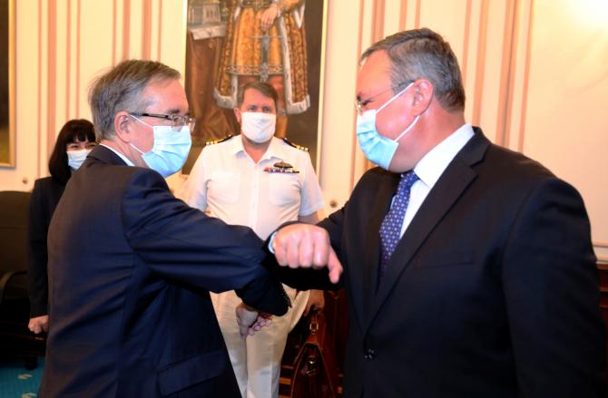 Ministrul Apărării, Nicolae Ciucă și Ambasadorul Marii Britanii la Bucureşti, E.S. Andrew Noble