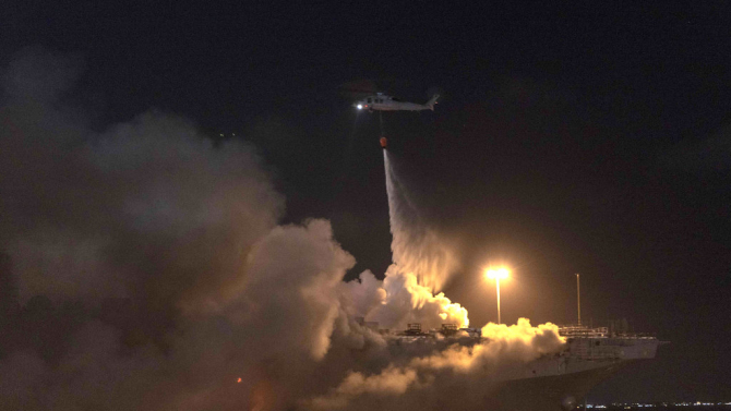 Incendiu pe USS Bonhomme Richard, sursă foto: US Navy