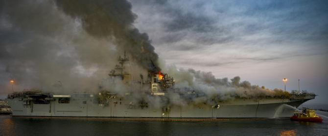1. Incendiu p (uss_bonhomme_richard_us_navy_incendiu_44819300.jpeg)
