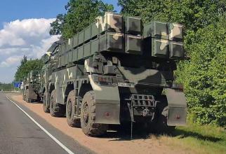 Sisteme derachete cu lansare multiplă Polonez (MLR) ale Forţelor Armate din Belarus, surprinse de un martor ocular pe o autostradă la câţiva kilometri de frontiera cu Lituania. Sursa Foto: Defence Blog.