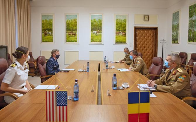 Generalul Daniel Petrescu, șeful SMAp, întrevedere la sediul Statului Major al Apărării, cu colonelul Keith A. Derbenwik. Sursă foto: Daniel Petrescu Facebook