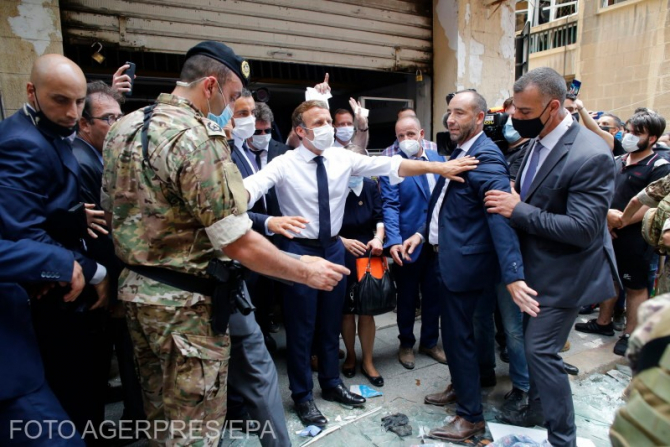 Emmanuel Macron, în vizită în Beirutul devastat de explozii. Sursă foto: Agerpres
