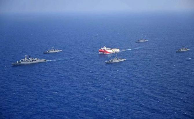 Nava de cercetare Oruc Reis, escortată de cinci nave de război, în Marea Mediterană, bogată în zăcăminte naturale