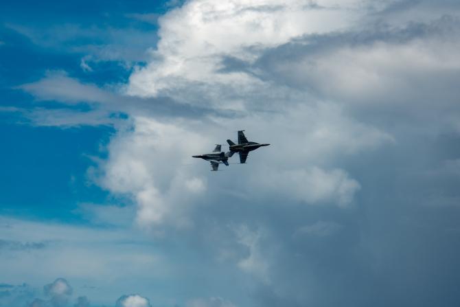 3. -imagine fara descriere- (avioane_us_navy_2_33325700.jpg)