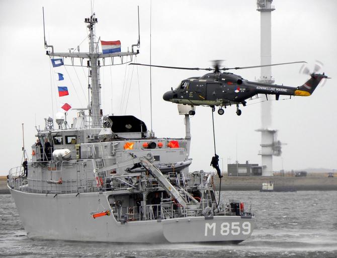 Dragorul maritim Hr. Ms. Hellevoetsluis, sursă foto: Wikipedia
