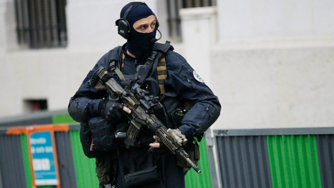 GIGN – unitatea pentru intervenţii speciale a jandarmeriei franceze.