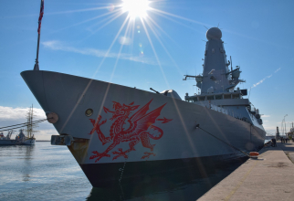 """distrugătorul britanic HMS """"Dragon"""""""