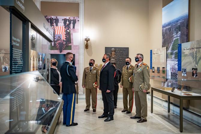 Ministrul Nicolae Ciucă, în vizită oficială în SUA. Sursă foto: MApN