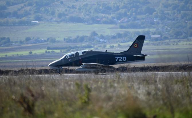 2. IAR-99 Șoi... (iar_99_soim_avion_romania_90284000.jpg)