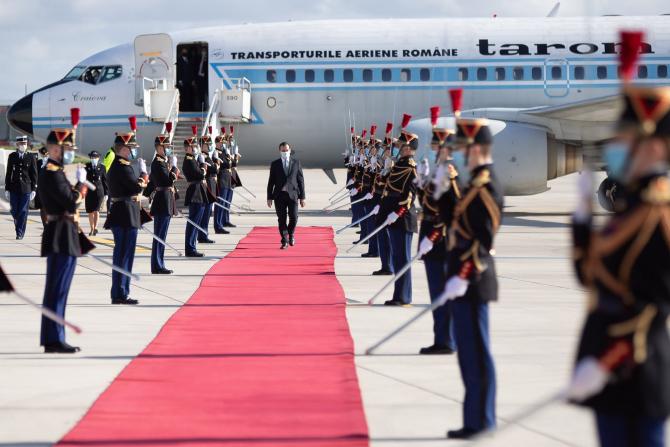 Sosirea premierului Ludovic Orban în Franța, sursă foto: Guvernul României Facebook