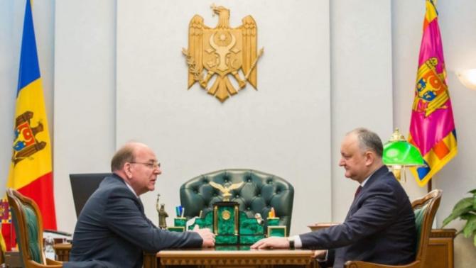 Președintele R.Moldova, Igor Dodon și ambasadorul Federației Ruse în Republica Moldova, Oleg Vasneţov