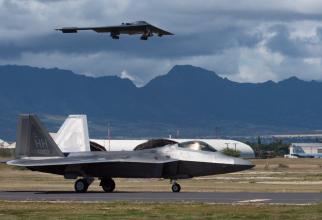 Foto: Un bombardier B-2 Spirit american, pregătindu-se de aterizare. Sursă: U.S. Department of Defense (DoD) Facebook