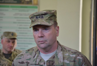 Generalul-locotenent în retragere Ben Hodges