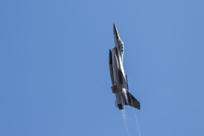 F-16 al Forțelor Aeriene Române, în timp unui show aviatic