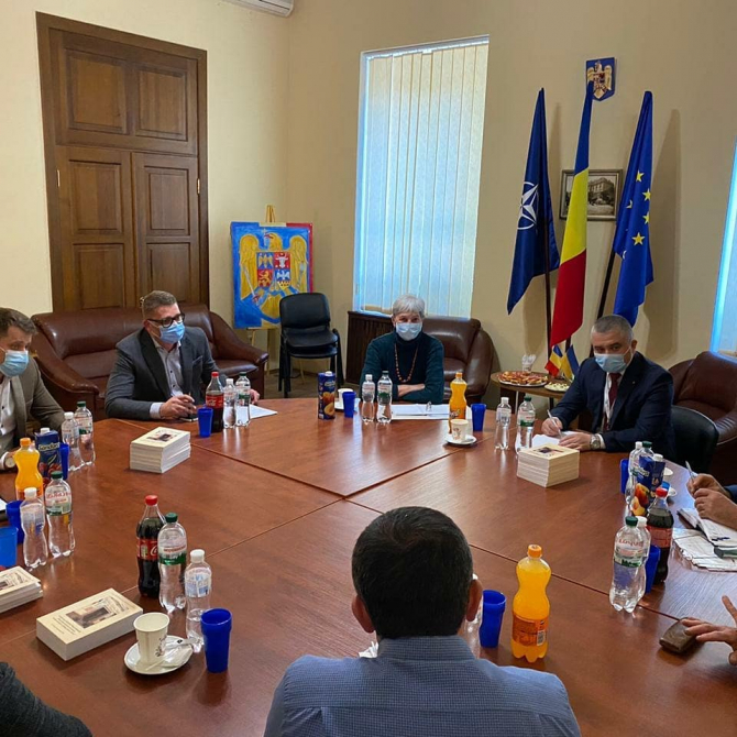Întâlnire a etnicilor români cu E.S. Cristian Leon ŢURCANU, ambasadorul României în Ucraina