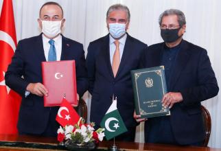 Ministrul de Externe al Pakistanului, Shah Mahmood Qureshi și omologul său turc, Mevlut Cavusoglu. Sursa: Twitter