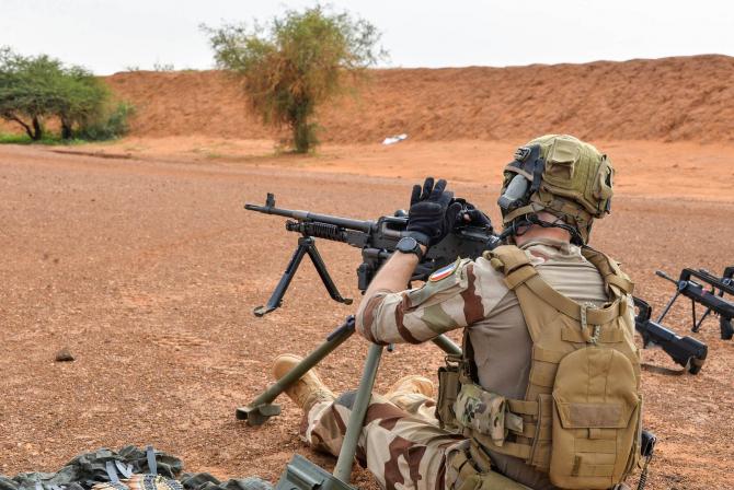 Militar francez în timpul unei operațiuni în Sahel. Sursă foto: Ministerul Apărării de la Paris
