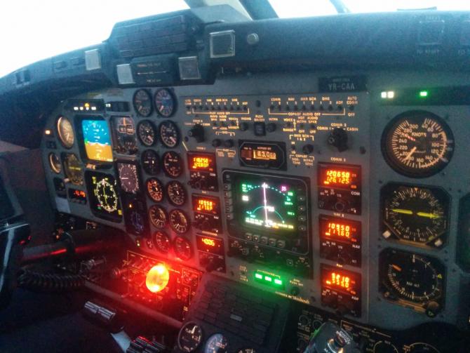 4. -imagine fara descriere- (bord-vechi-avion-calibrare_84211900.jpg)