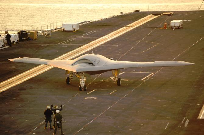 Drona X-47B pe portavionul USS Harry S. Truman, în 2012. Sursă foto: Northrop Grumman
