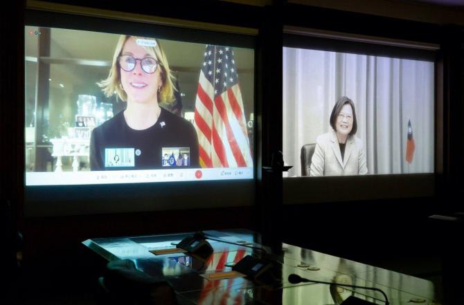 Ambasadoarea SUA la ONU, Kelly Craft si presedintele Taiwanului, Tsai Ing-wen Sursa foto: Twitter
