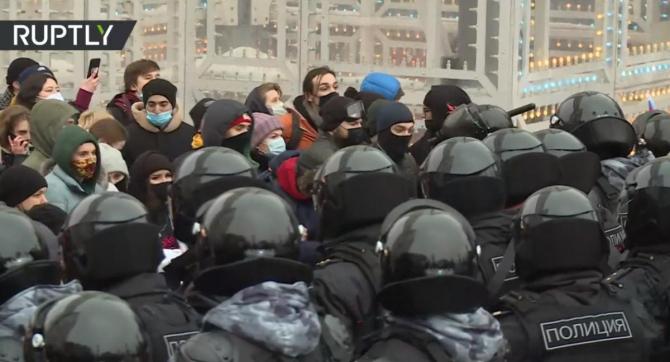 Cel puțin 40.000 de oameni s-au adunat la Moscova pentru a protesta împotriva arestării lui Alexei Navalnîi. Poliția a interveni în forță și a operat aproximativ 1000 de arestări. Sursă foto: Captură RUPTLY