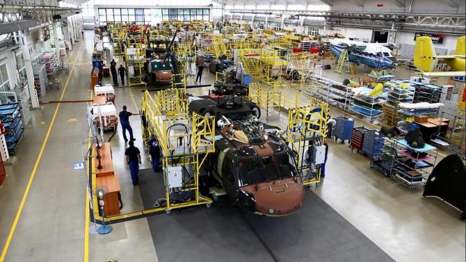 2. -imagine fara descriere- (pzl-mielec-black-hawk-elicopter-productie_59177100.jpg)