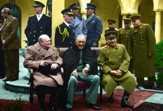 Winston Churchill, Franklin D. Roosevelt și Iosif Vissarionovici Stalin, în timpul Conferinței de la Yalta. Sursă foto: Wikipedia