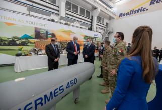 Foto: Ministrul Nicolae Ciucă, în vizită la o fabrică a Elbit. Sursă foto: Nicolae Ciucă Facebook