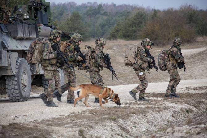 datând o generație militară militară)