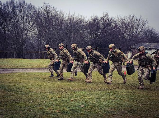 4. Sursă foto... (concurs-fortele-speciale-romane-militari_59815700.jpg)