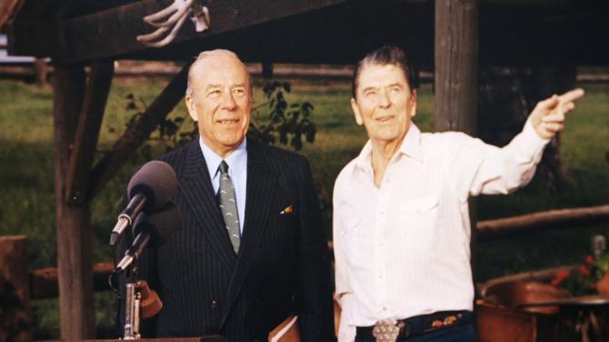 George Shultz și Ronald Reagan. Sursă: Arhivă foto Georgeh Shultz, într-un documentar, captură foto YouTube Stanford