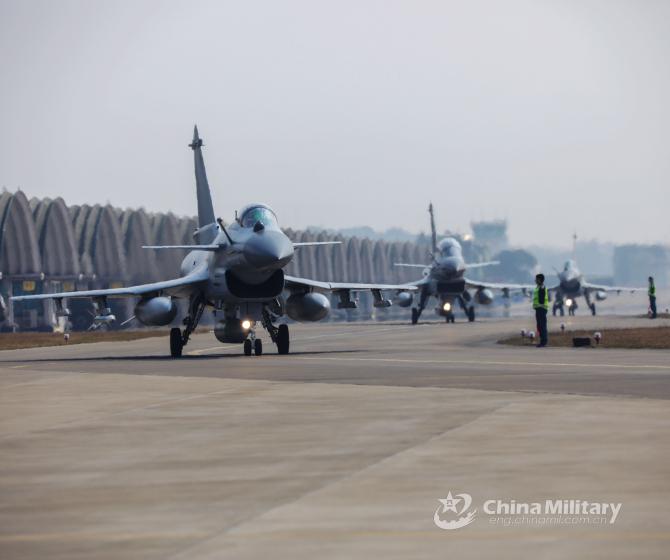 Aeronave J-10 ale Chinei, sursă foto: Ministerul Apărării de la Beijing