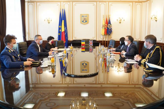 Ministrul Nicolae Ciuca si ambasadorul Marii Britanii în România, Andrew Noble  Sursa foto: MApN