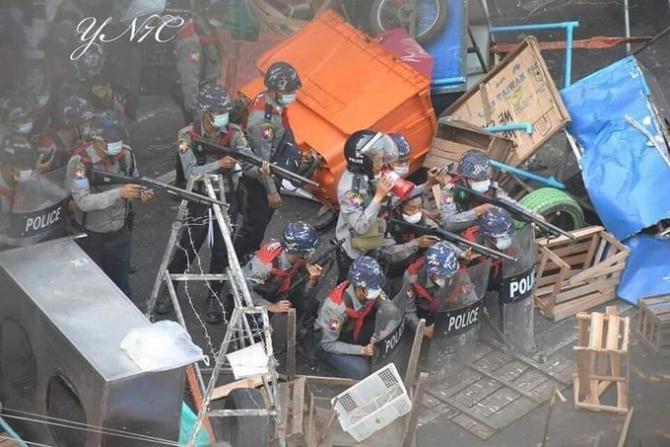 Poliția a tras asupra protestatarilor în Myanmar  Sursa foto: Twitter
