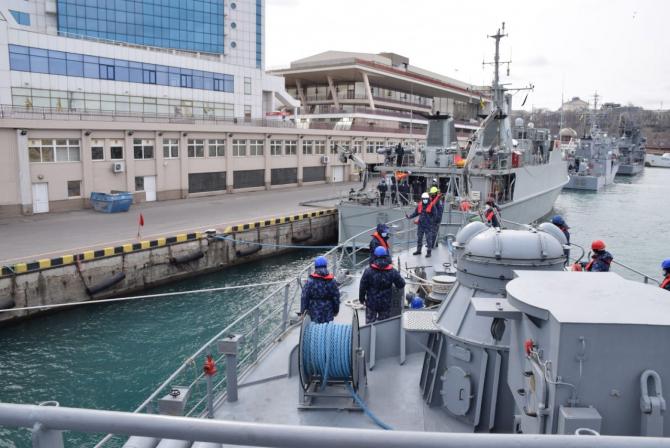Dragorul Maritim Lt. Lupu Dinescu, escală în Portul Odessa  Sursa foto: Forțele Navale Române