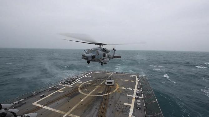 2. Elicopter ... (elicopter-naval-distrugatorul-uss-john-finn_37559300.jpg)