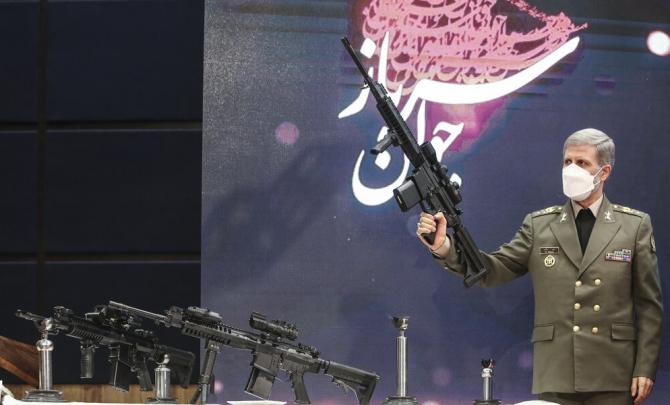 Ministrul Apărării din Iran, Amir Hatami și noua armă de asalt MASAF Sursa foto: Twitter
