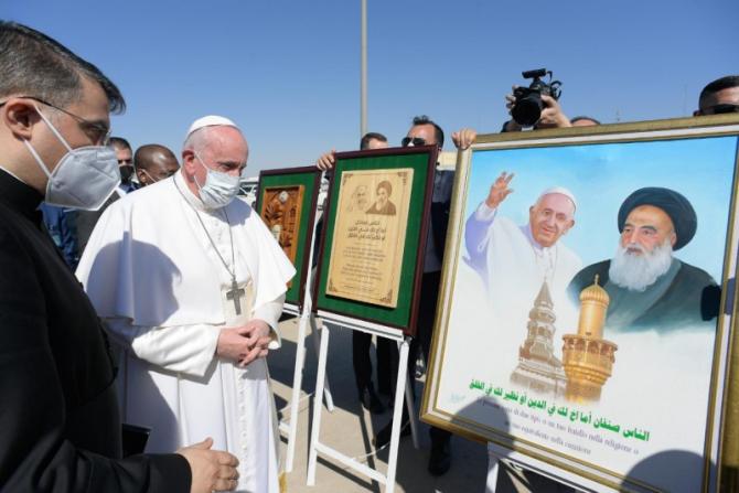 2. Foto: Papa... (papa-francisc-vizita-irak_65860300.jpg)