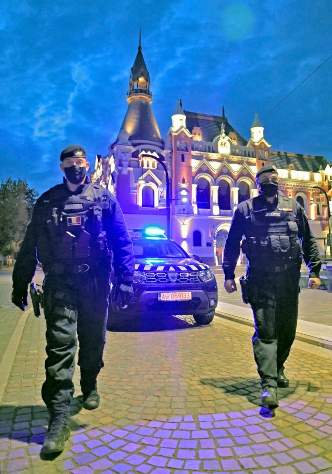 Patrulă jandarmi  Sursa foto: Facebook