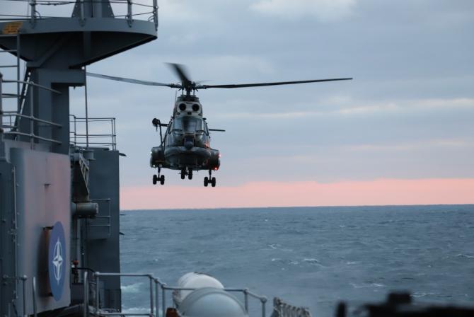 Elicopter Puma Naval - Fregata Regina Maria  Sursa foto: Forțele Navale Române